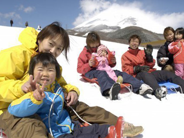 1 Day Mt. Fuji Snow Play & Sagamiko Illumillion Tour by Club Tourism 2